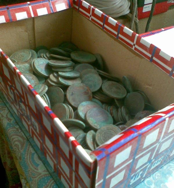 Большой клад медных монет, фото