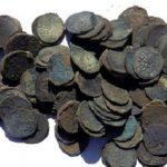 Клад серебряных монет помог найти суслик