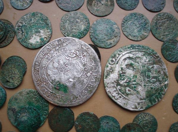Клад серебряных монет, фото