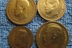 Золотые монеты в книге