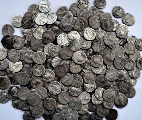 Клад римских монет (фото)