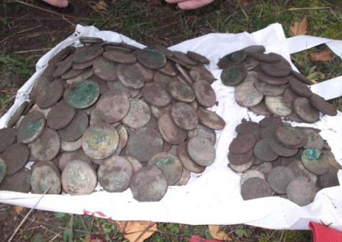 Фото медных монет, клад