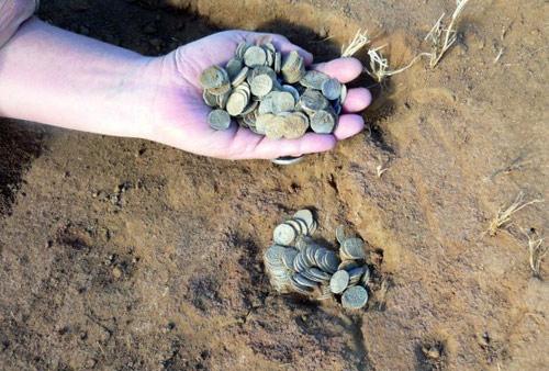 Под Астраханью нашли уникальный клад золотоордынских монет